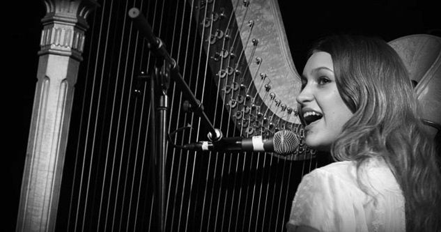 Joanna Newsom is an elf. And so cool.