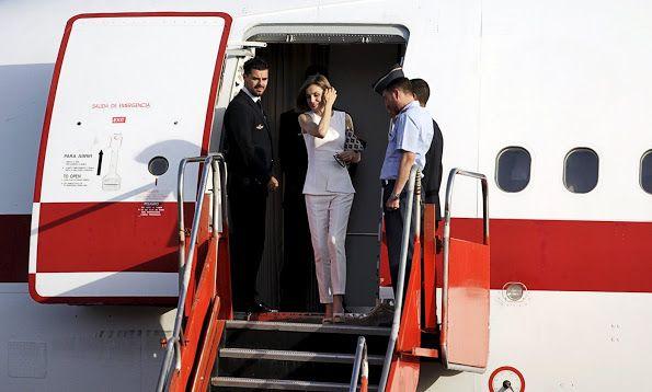 Queen Letizia of Spain arrives to El Salvador after visiting Honduras at El Salvador International Airport on May 26, 2015 in San Luis Talpa, El Salvador.