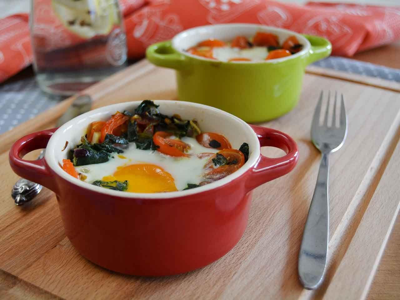 Desfrute de um prato simples e saudável que junta legumes e ovo numa combinação nutritiva  e saborosa, ótima para comer como uma entrada ou