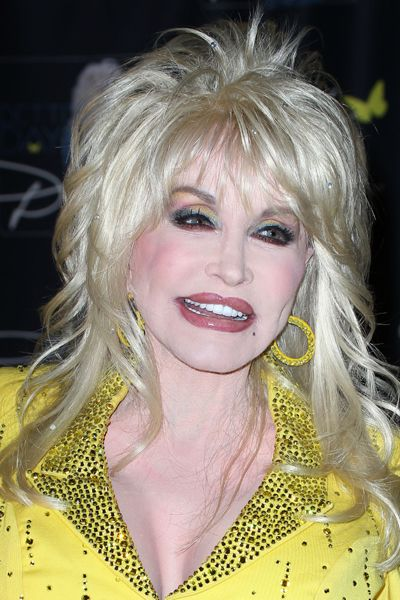 Dolly Parton defies age at CMA Music Festival