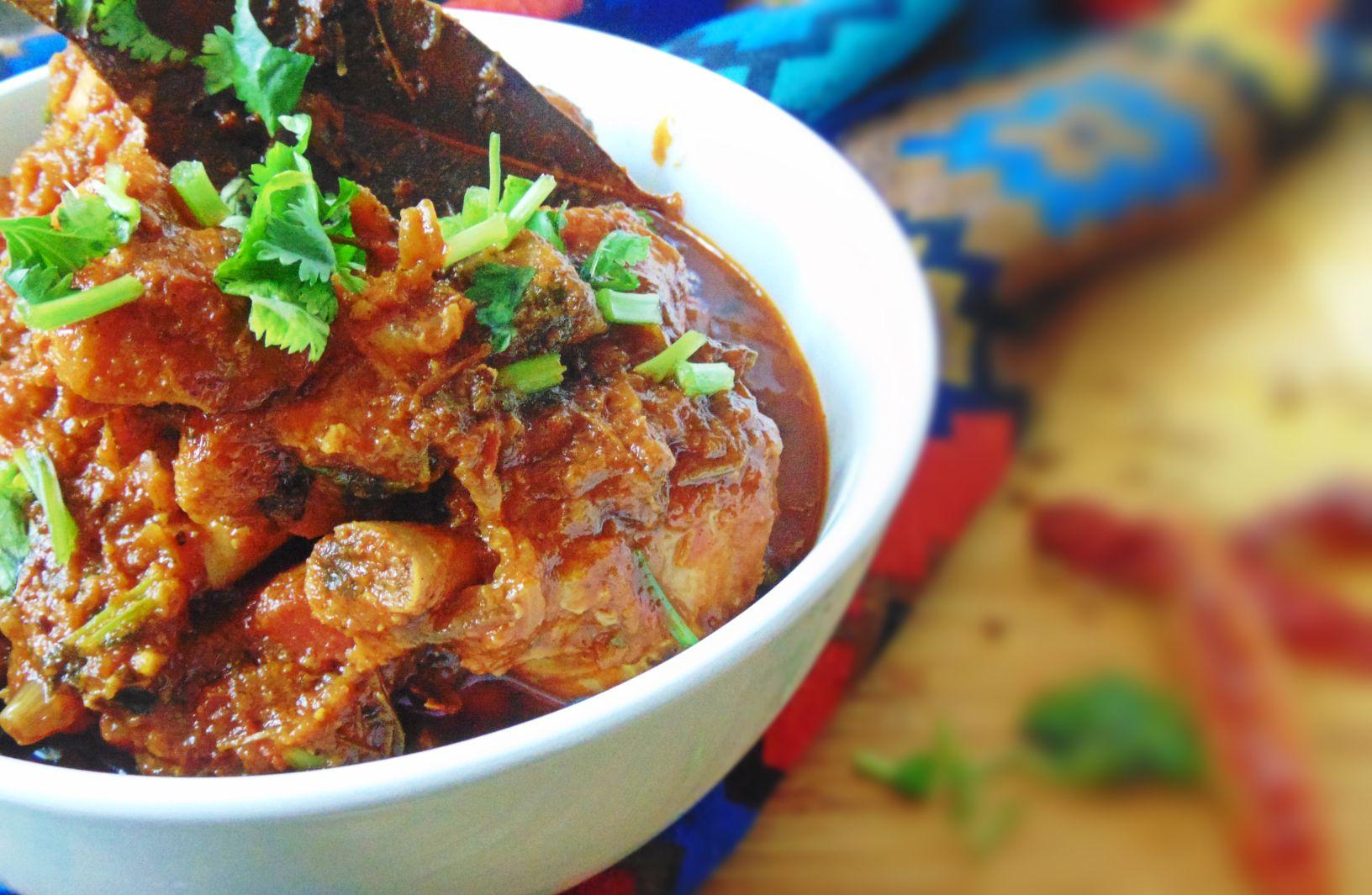 Easy Chicken Curry recipe Indian Style https://chukkiskitchen.wordpress.com/2017/02/24/chicken-curry-how-to-make-chicken-curry-indian-style/