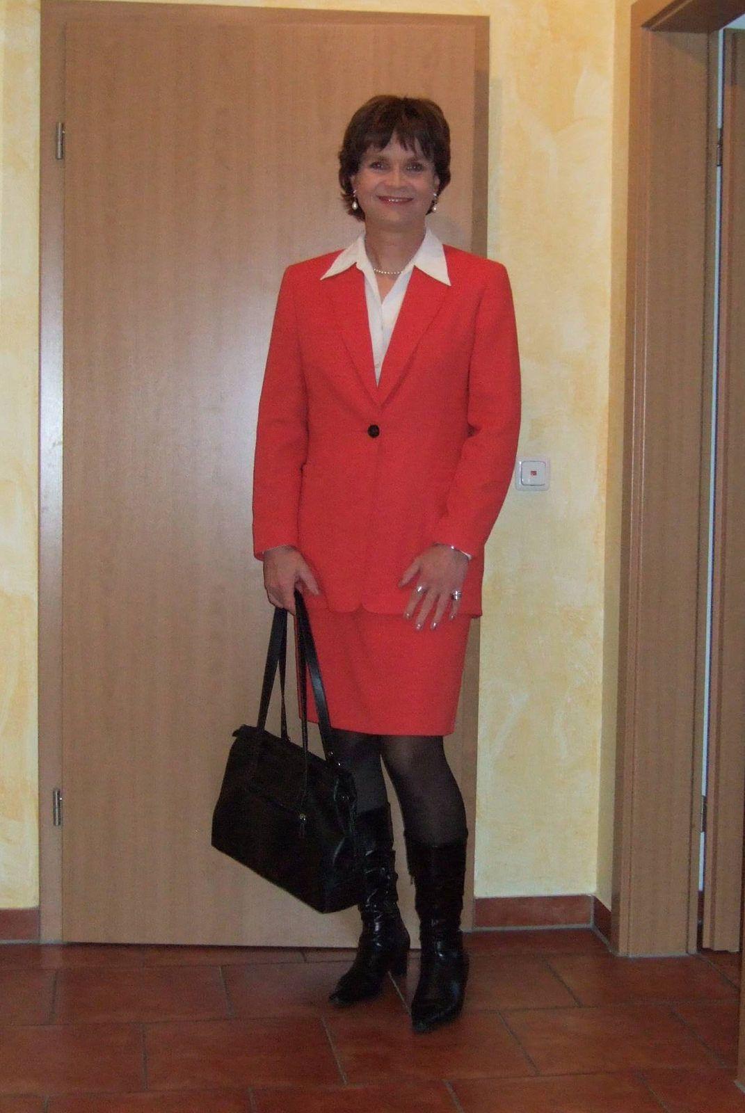 https://flic.kr/p/zSHnfk | Kostüm | Mein neues rotes Kostüm, das ich für 10,- EUR bei resales gekauft habe. Was haltet ihr davon?  My new red skirt suit which I bought at resales for only 10,- EUR. What do you think?
