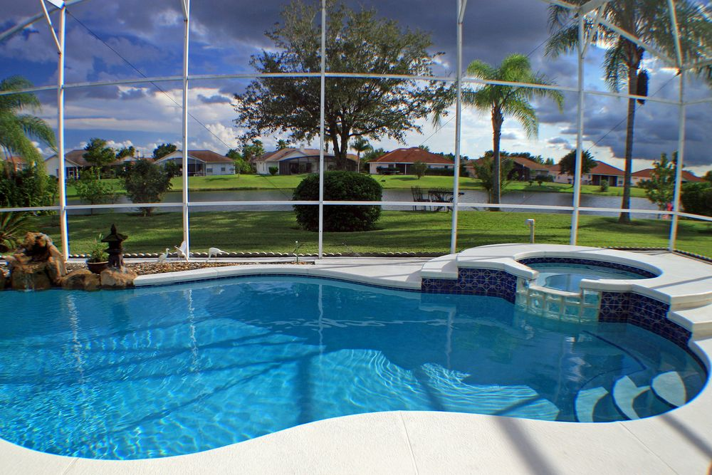 45 Screened In Covered And Indoor Pool Designs Indoor Pool Design Backyard Pool Pool Patio