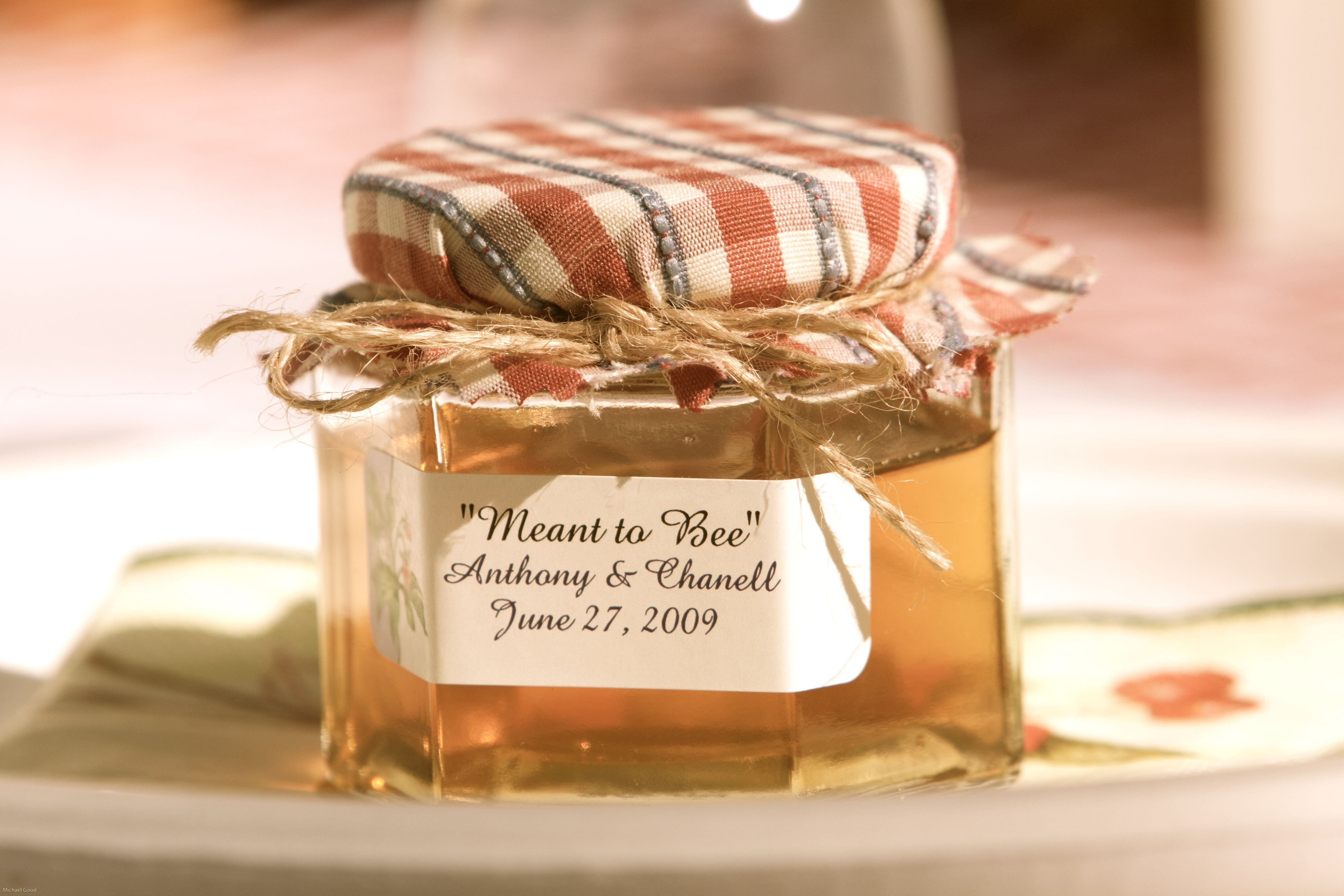 Honey jar wedding favors use a cloth that matches your for Honey bee wedding favors