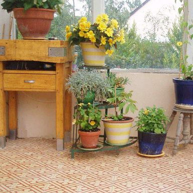 Terrasse En Carreaux De Ciment Orange Et Pots Recup Guide Deco
