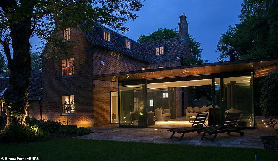 Stunning Georgian Six Bed Home With Modern Twist Hits Market At 2 65m House Design House Styles Architecture