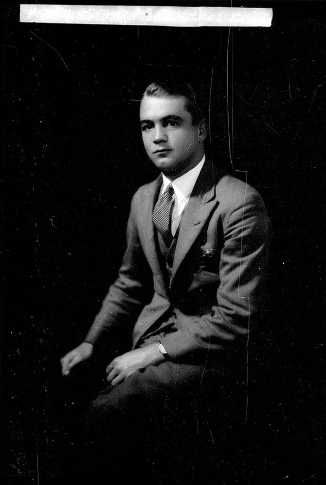 24ab05d341  20s Male Hairstyles – 24 Handsome Portrait Photos of Australian Young Men  in the 1920s