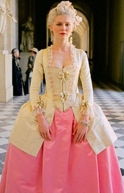 ENGLISH BELOW Questa è la giacca caraco con il sottogonna abbinato indossato  da Maria Antonietta nel film prodotto da Sofia Coppola nel 2006. dfb264037d4