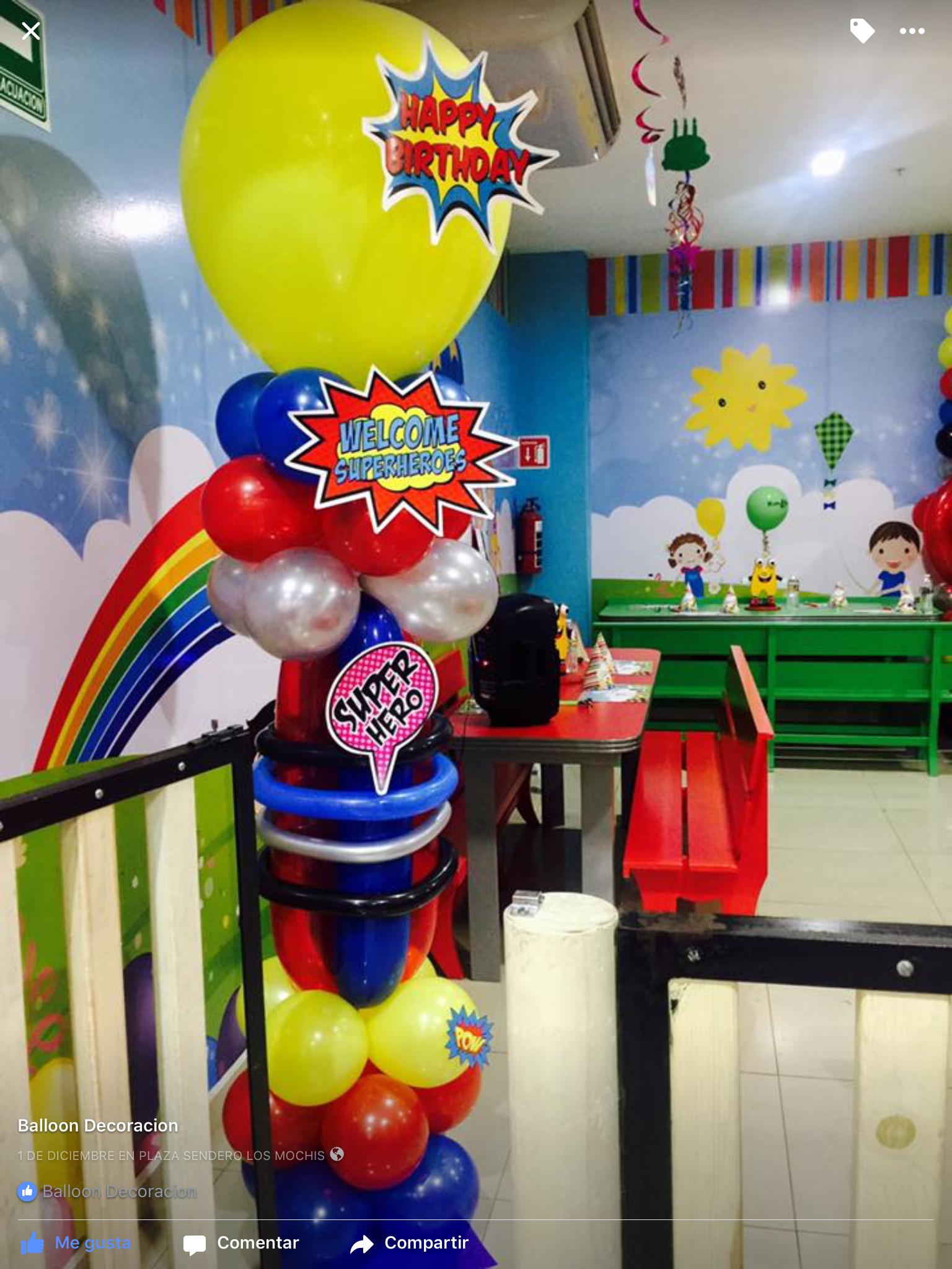 Columna de globos para recibir a los invitados wonder for Decoracion wonder woman