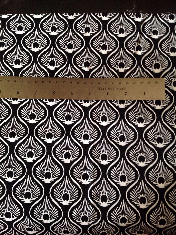 magnifique tissu anglais noir et blanc astoria plumes de paon tissus habillement d co par. Black Bedroom Furniture Sets. Home Design Ideas