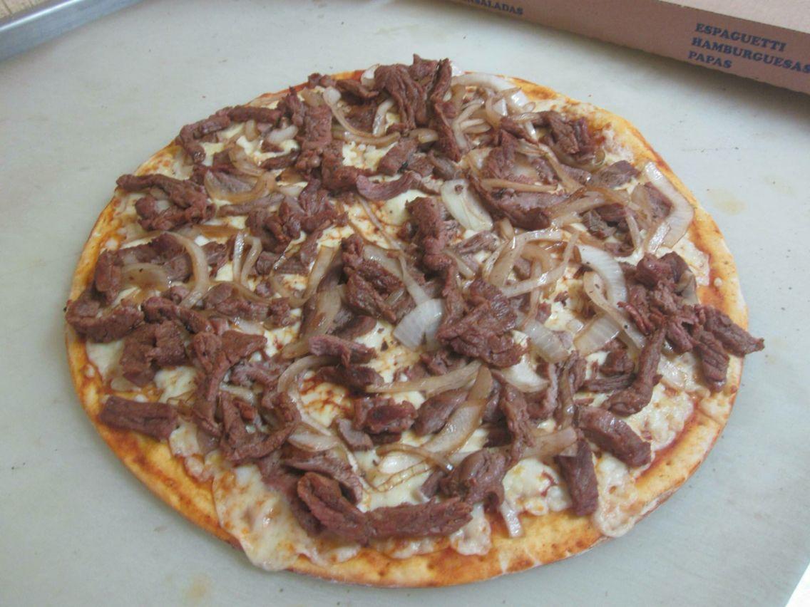 Pizza bisteck con cebolla
