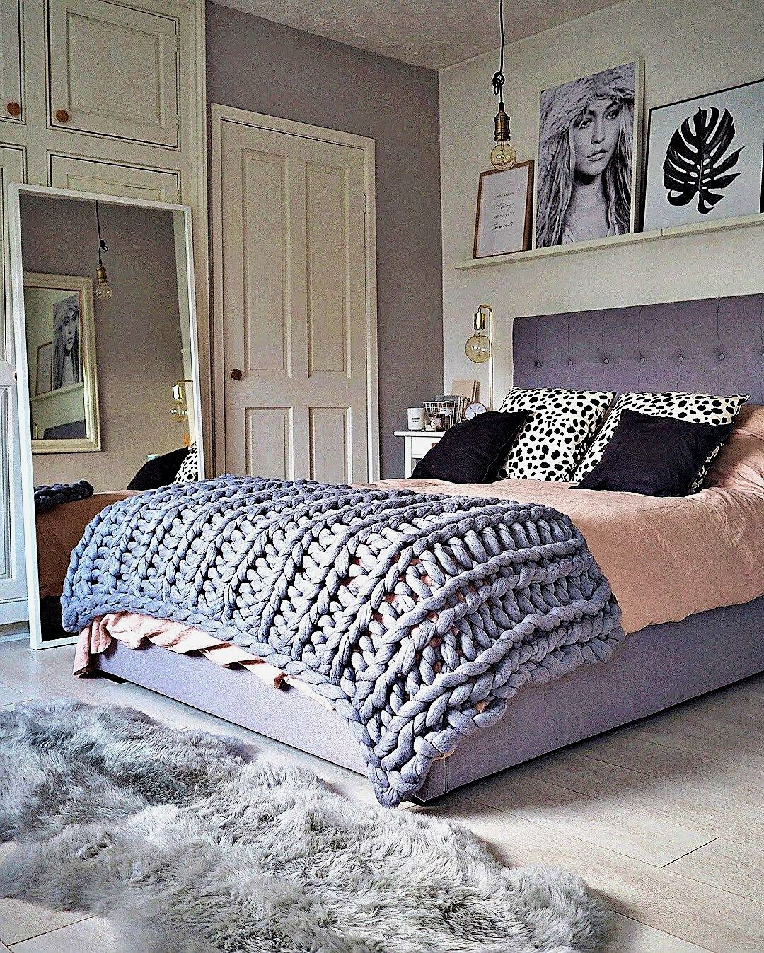 Girl Bedroom Decor Hacks Have A Look At The Most Recent Trends Into Mind If You Design Your In 2020 Grey And Gold Bedroom Grey Bedroom Decor Rose Gold Bedroom Decor