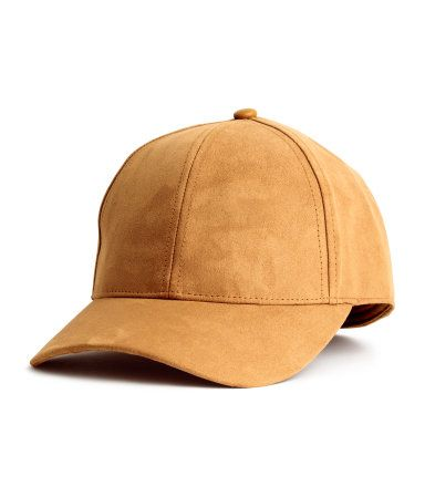 Camel. Cap in imitation suede with no fastener. Lined.  139c8cc77f5