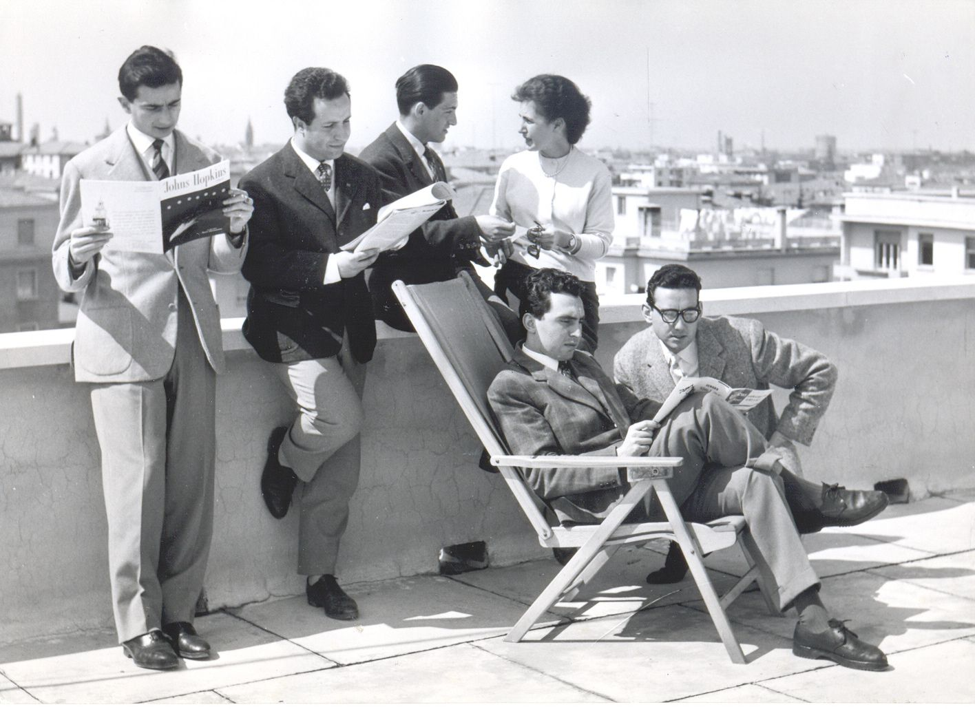 BC-students-on-terrace-1950s.jpg (1416×1030)