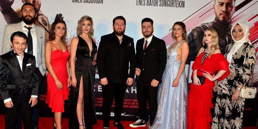 Gercek Kahraman Filminin Galasi Yapildi Gercekler Film Yapimi Unluler