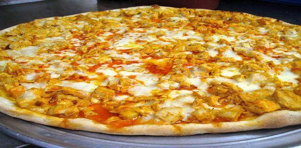 Buffalo Chicken Pizza........LOVE THIS IT IS SOOOOO GOOD