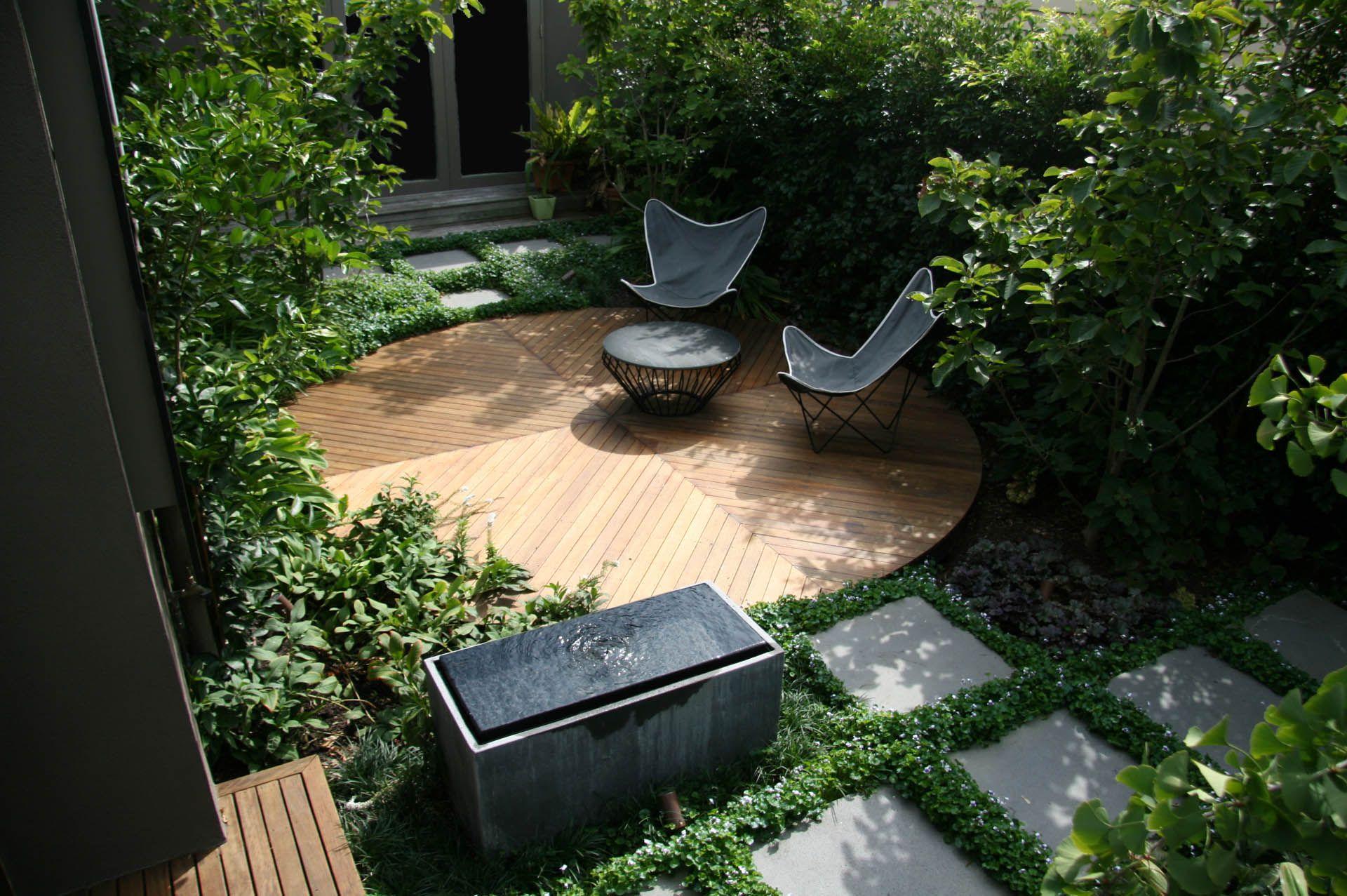 dark and stylish contemporary garden design | adamchristopherdesign.co.uk