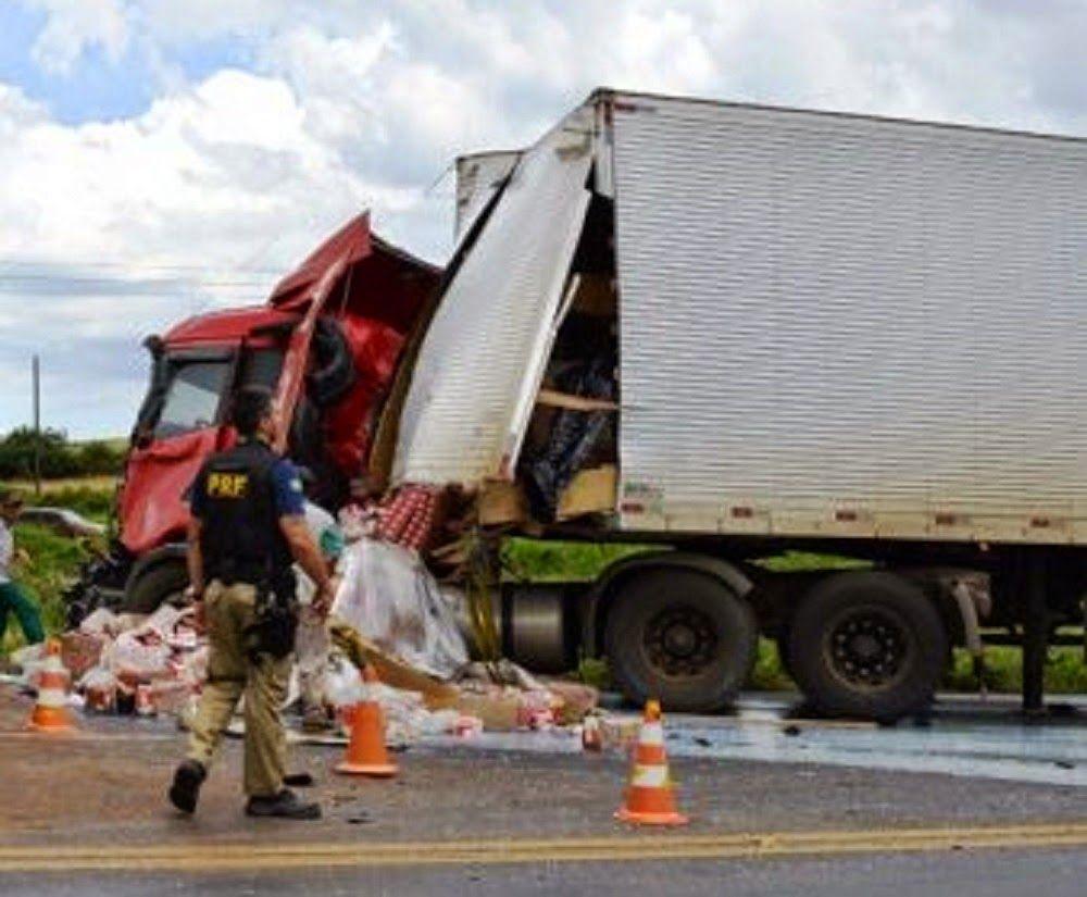 JORNAL O RESUMO - ESTRADA JORNAL O RESUMO: Acidente entre dois caminhões deixa trânsito lento...