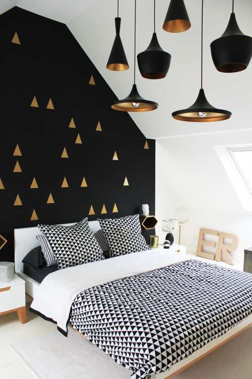touches dorees peinture mur noir chambre graphique Blog Design