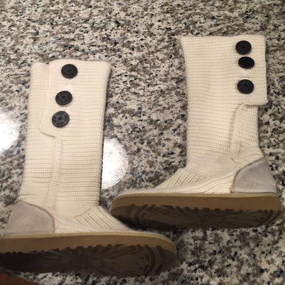 Ugg sweater boot Off white sweater boots... Size 6... Normal wear UGG Shoes