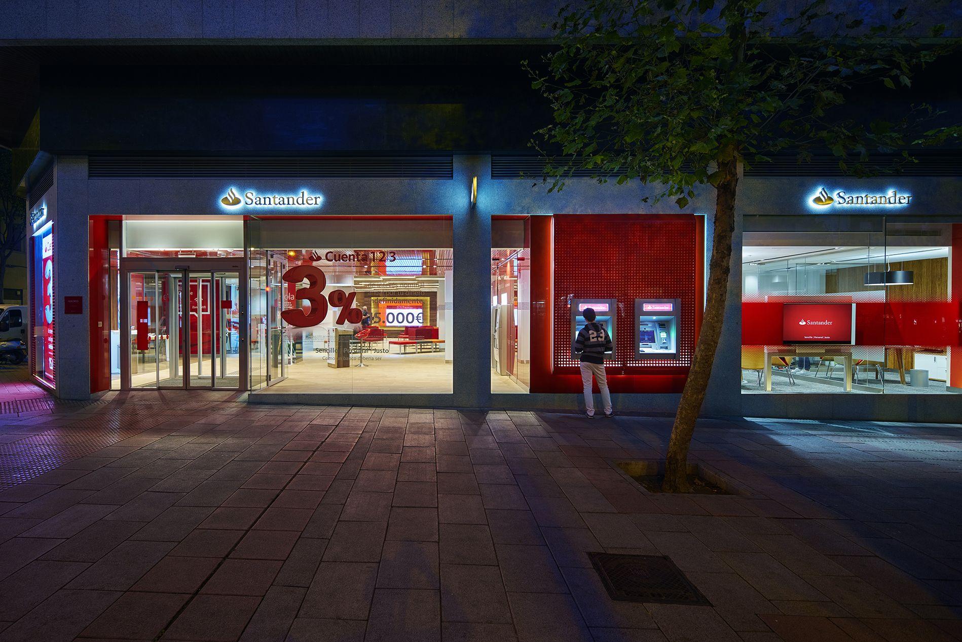 Santander S Smart Red Universal Branch Of The Future Retail Interior Design Branch Design Showcase Design