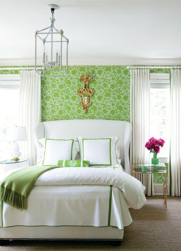 grüne-wandgestaltung-für-schlafzimmer-mit-einem-weißen-bett - trkis bilder frs schlafzimmer