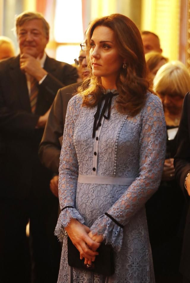 Kate shows off new baby bump in first public outing  10.10.17