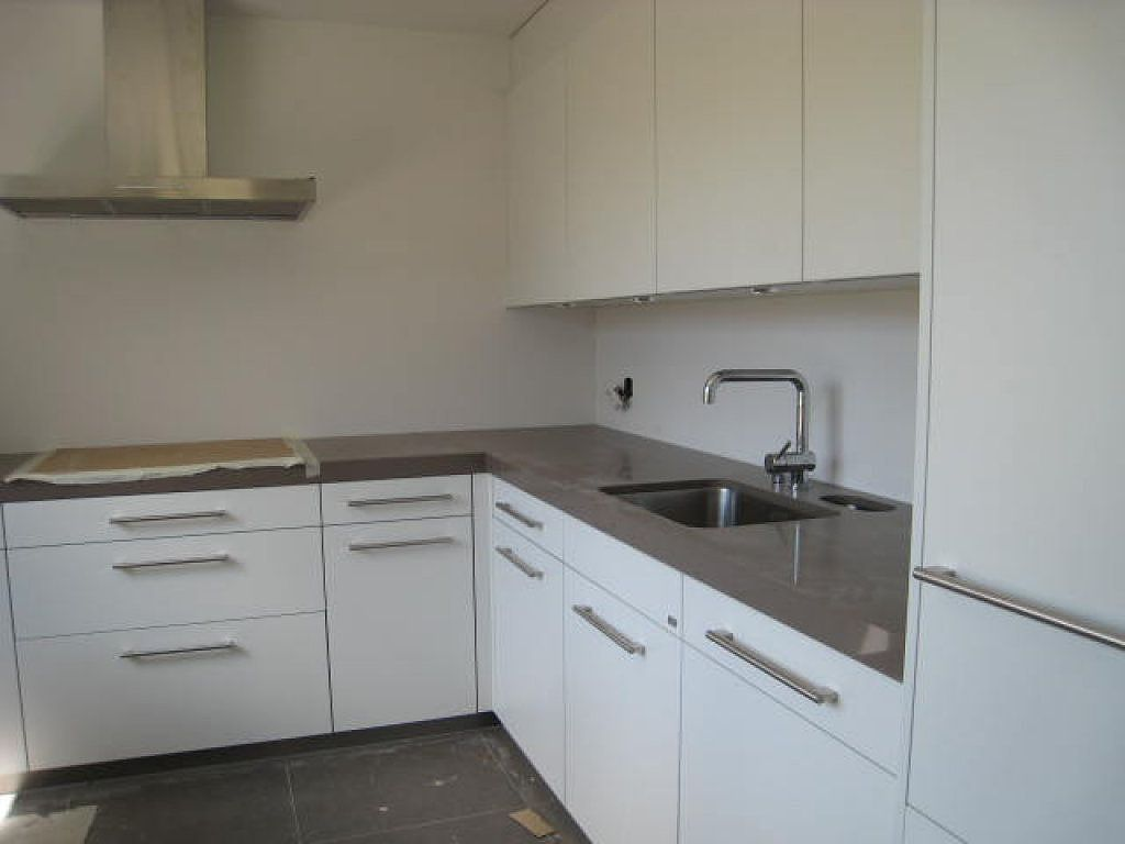 Resultado de imagen de cocinas blancas con encimeras grises cocina pinterest house and - Encimeras cocinas blancas ...