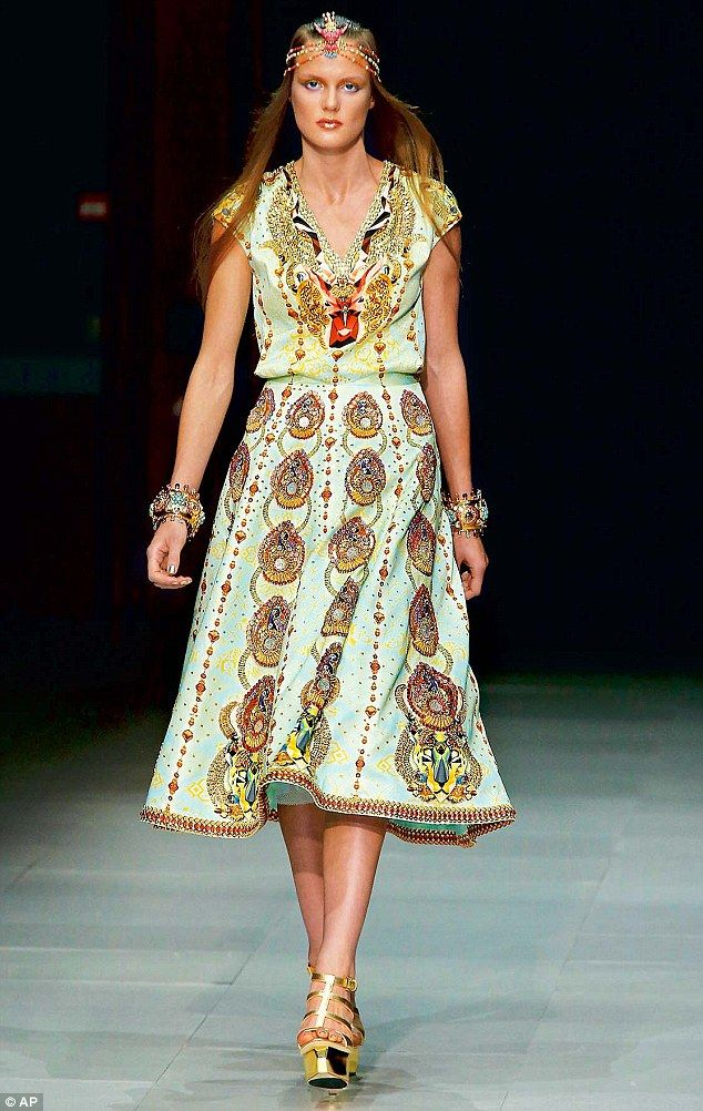 To India With Love At Paris Fashion Week Designer Manish Arora Infuses His Collection With Innovative Indian Silhouettes And Understated Designs Fashion Indian Fashion Designers Runway Fashion
