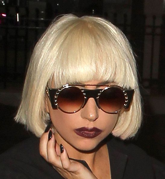 Best Short Blonde Haircuts Hairstyles For Women 2019 Stylesmod Lady Gaga Hair Lady Gaga Photoshoot Lady Gaga Pictures