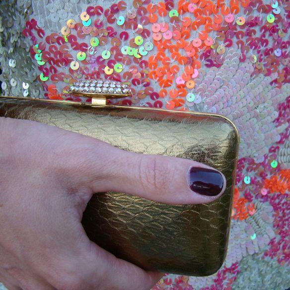 #Paillettes de colores, #clutch dorado de 24fab y #manicura de OPI #instafab http://15colgadasdeunapercha.com/2014/05/30/mini-paillettes-dress/ Color #paillettes, 24fab golden #clutch and OPI #manicure http://15colgadasdeunapercha.com/2014/05/30/mini-paillettes-dress/
