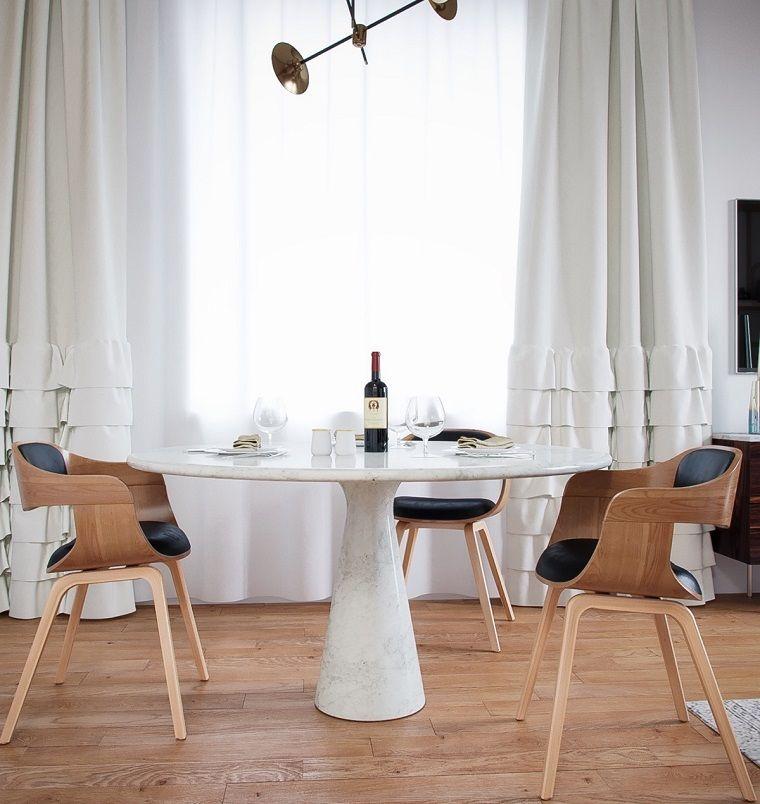 Case moderne interni, sala da pranzo arredata con un tavolo di marmo ...