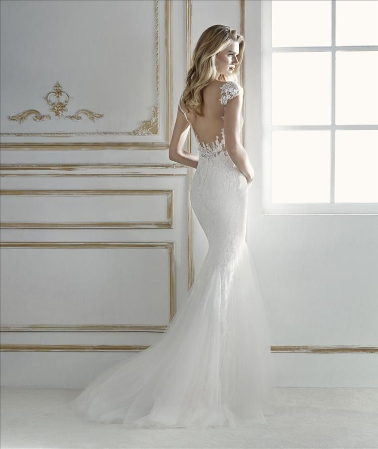 Low Waist Wedding Gowns: Some Dresses Become One With The Bride, Like This