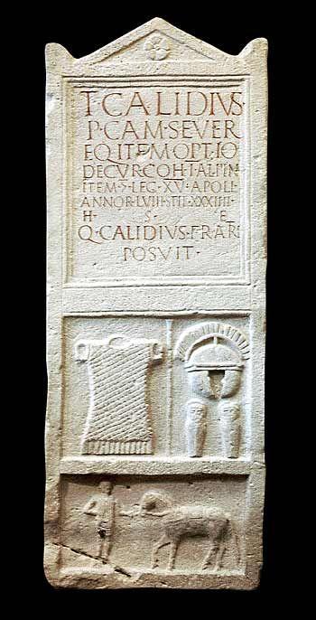 Estela funeraria de Titus Calidius Severus, centurio de la Legio XV Apollinaris. 71-80 d.C. Wien - Kunsthistorisches Museum, Inv. nº III 365