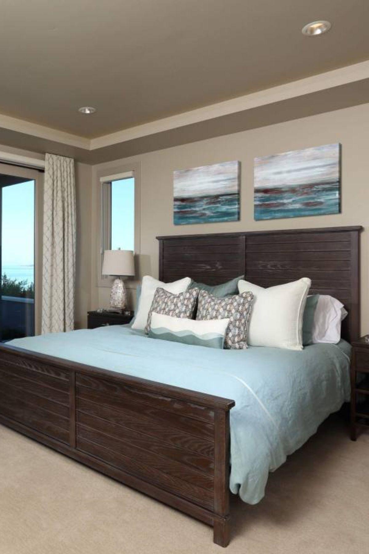 39 Guest Bedroom Decor Ideas Dark Furniture Simple Blue Bedding Bedroom Decor Dark Bedroom Decor On A Budget Small Guest Bedroom