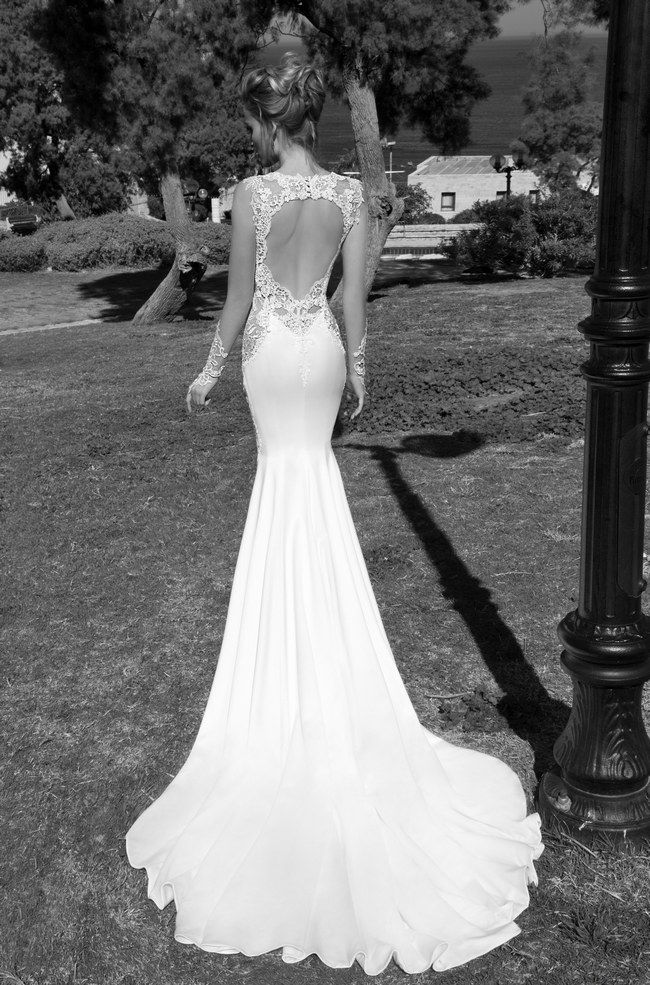 The 13 steamiest backless wedding dresses and gowns for Vintage backless wedding dresses