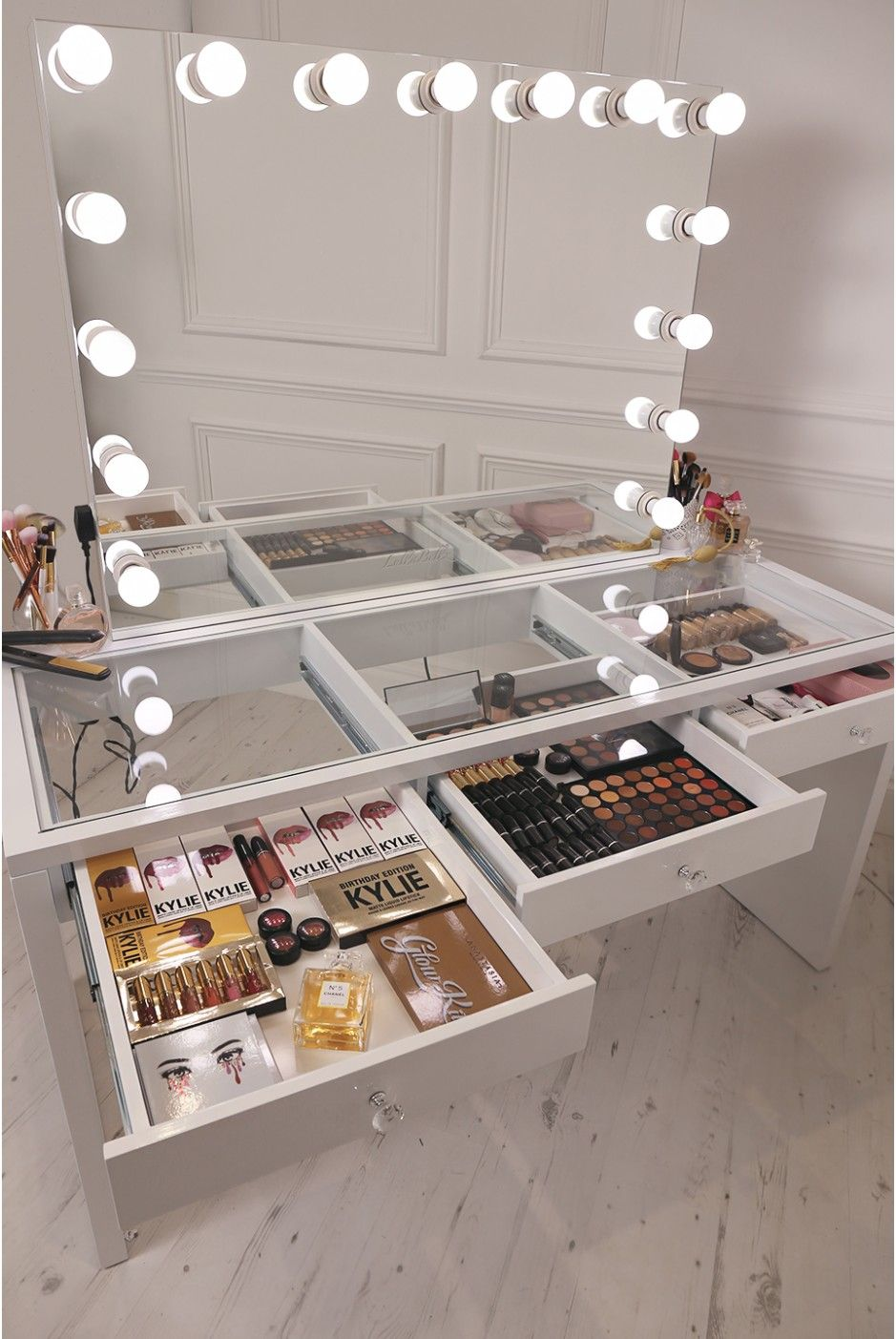 Crisp white finish slaystation make up vanity with premium for Glass makeup table