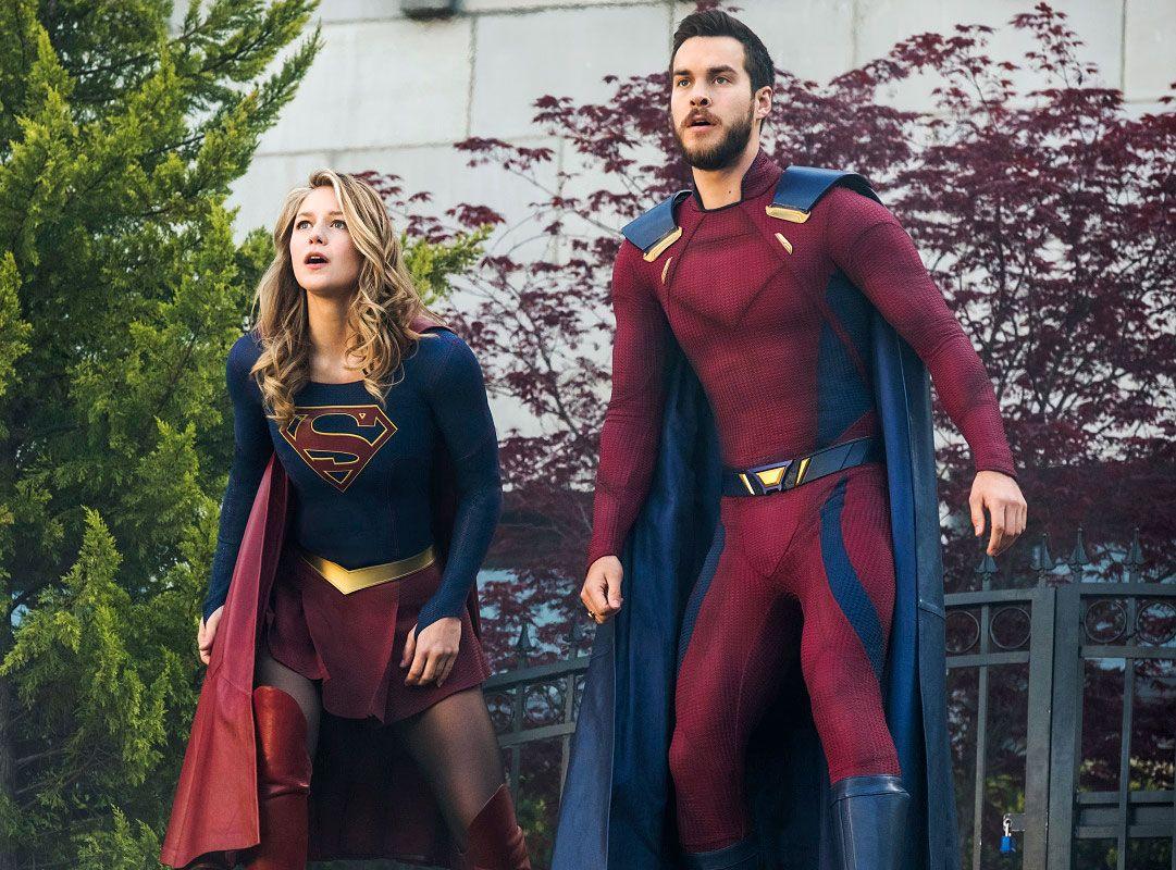 Melissa Benoist e Chris Wood em cena de Supergirl