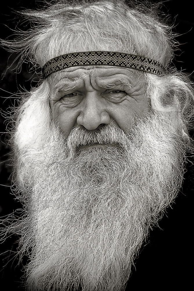 Titulo: Peter Nikitin from Russia has travelled all over the world on his bike. His portrait takes part in Fotoemotion contest.  Foro: RETRATOS - PORTRAITS  Autor: Ruslan Karpov  Fotógrafo Amateur  Pais: Bielorrusia  Perfil: http://galeria.blipoint.es/rutamed/