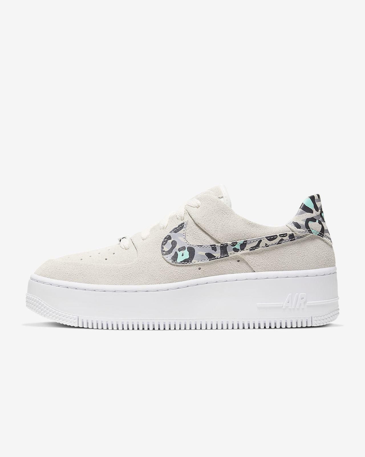 Embotellamiento Gruñido Inyección  Nike Air Force 1 Sage Low Women's Animal Print Shoe. Nike GB   Nike air  force, Animal print shoes, Nike air
