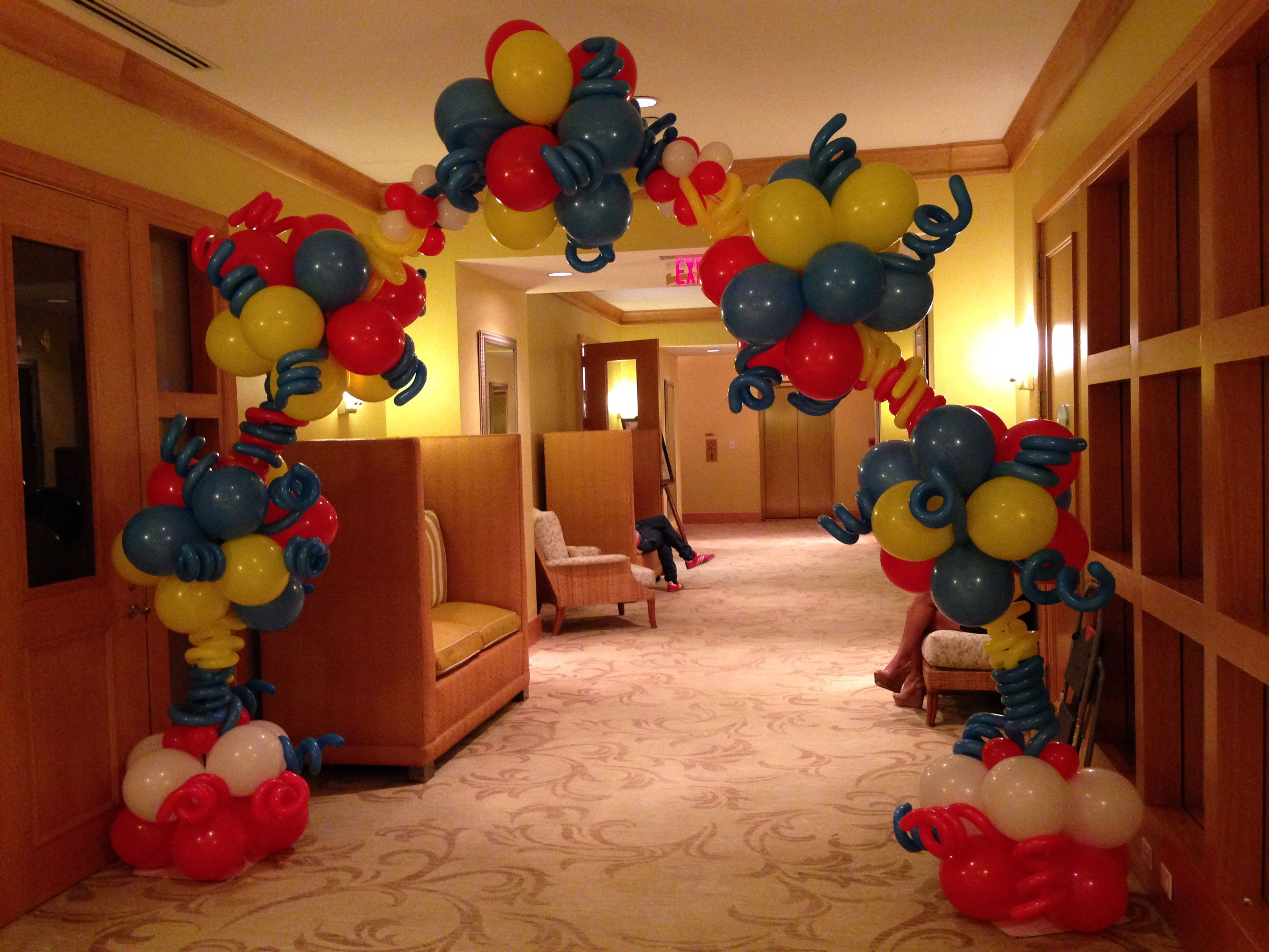 Cat in the heat theme balloon arch in aventure florida for Balloon arch decoration ideas