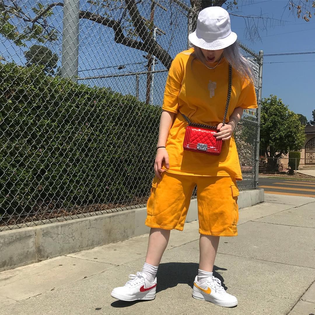 Billie Eilish Style 101 How To Get Her Unique Vibe College Fashion Billie Eilish Billie Fashion
