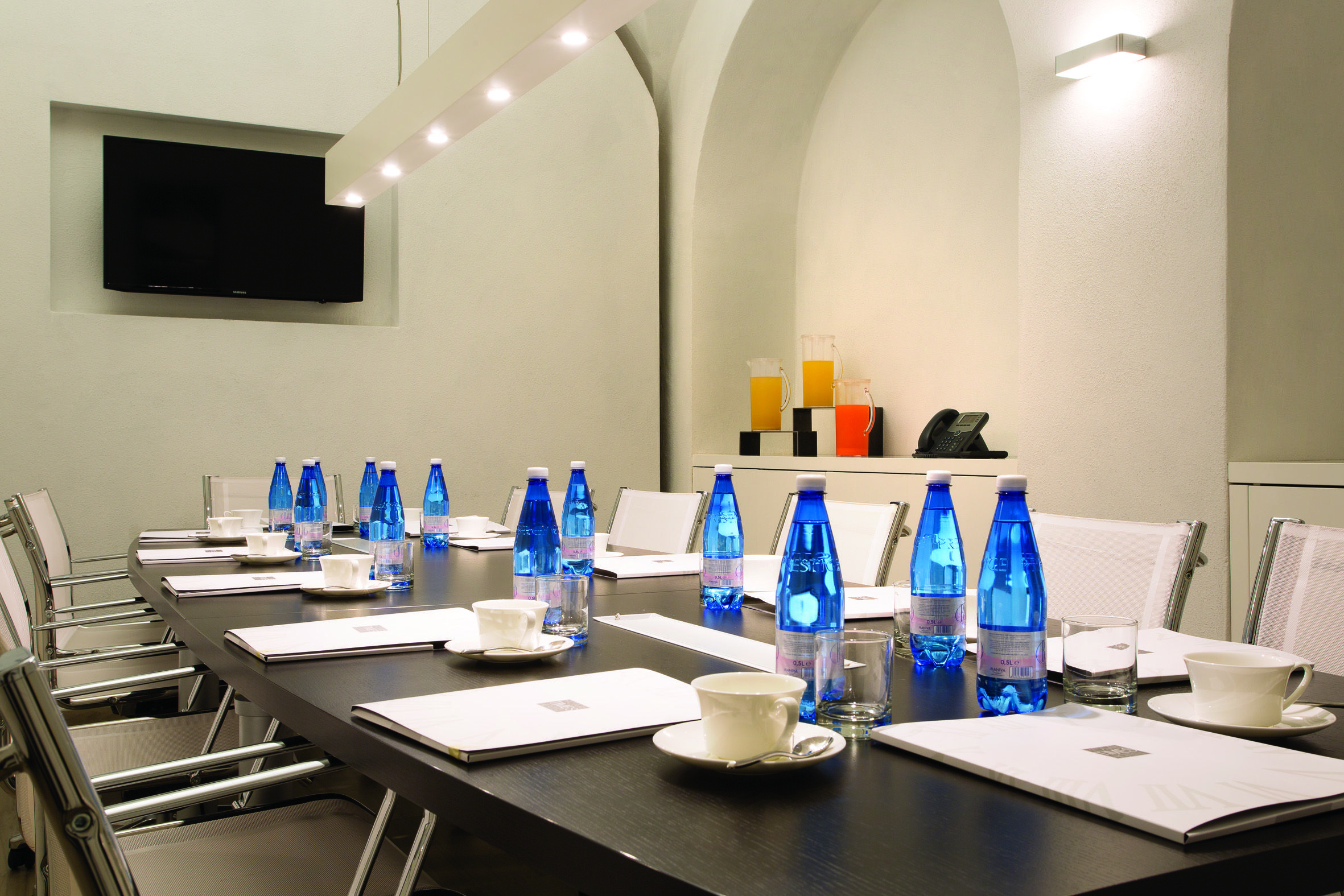 Meeting Room Hotel Function Spaces Pinterest Meeting Rooms  # Muebles Bodega Lm