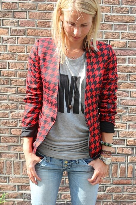 New funky reversible blazer    Now @  http://www.projectsuitcase.nl/new-collection-objection/new-blazer-rood-wit.html#.UDuO2441Ub4