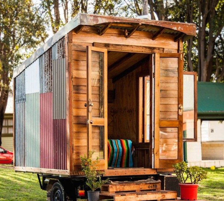 Not Everyone Can Afford To Buy A House 20 Diy Pallet Shelter Designs Small Tiny House Tiny House Swoon Building A Tiny House