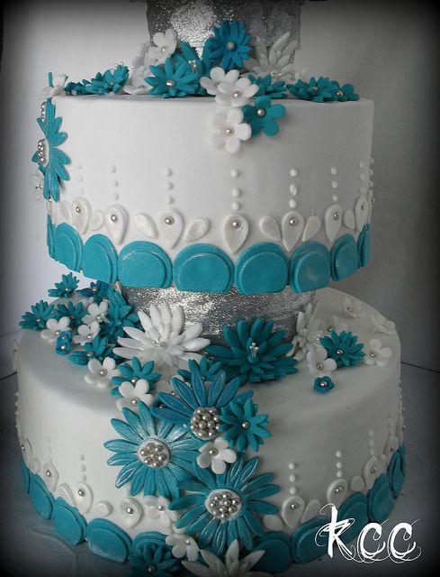 Teal and White Daisy Wedding Cake by Karas Custom Cakes, via Flickr