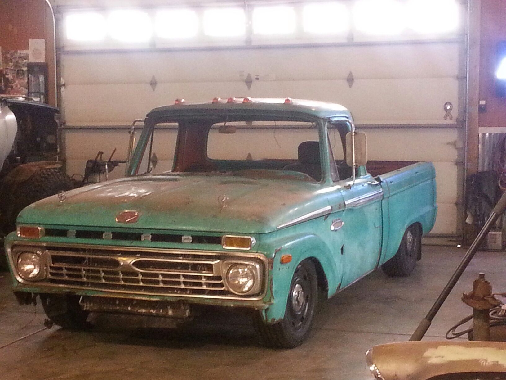 1966 F100 With Full 2004 Crown Vic Chassis Body Swap Camioneta