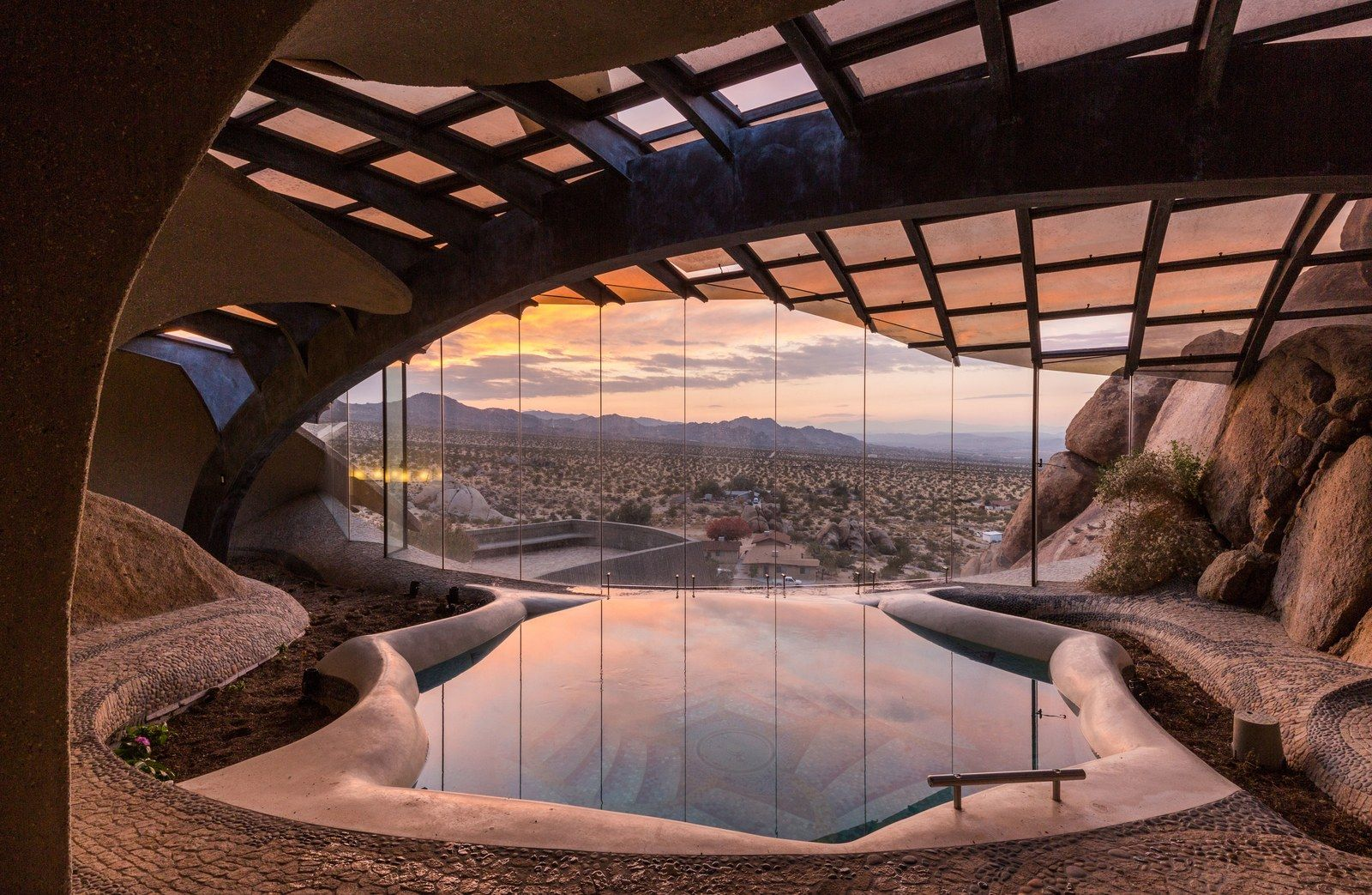 A Sublime Example Of Organic Architecture In Joshua Tree Organic Architecture Architecture Architecture Art