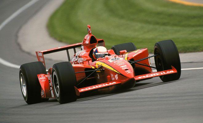 Juan Pablo Montoya domina da rookie nel 2000, riportando un clamoroso successo per il team Ganassi. pinterest.com