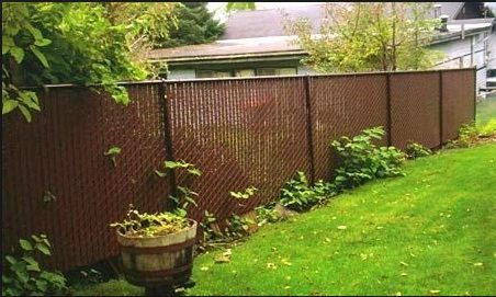 Brown Vinyl Coated Chain Link Fence With Brown Privacy Slats Backyard Fences Privacy Landscaping Backyard Backyard Landscaping